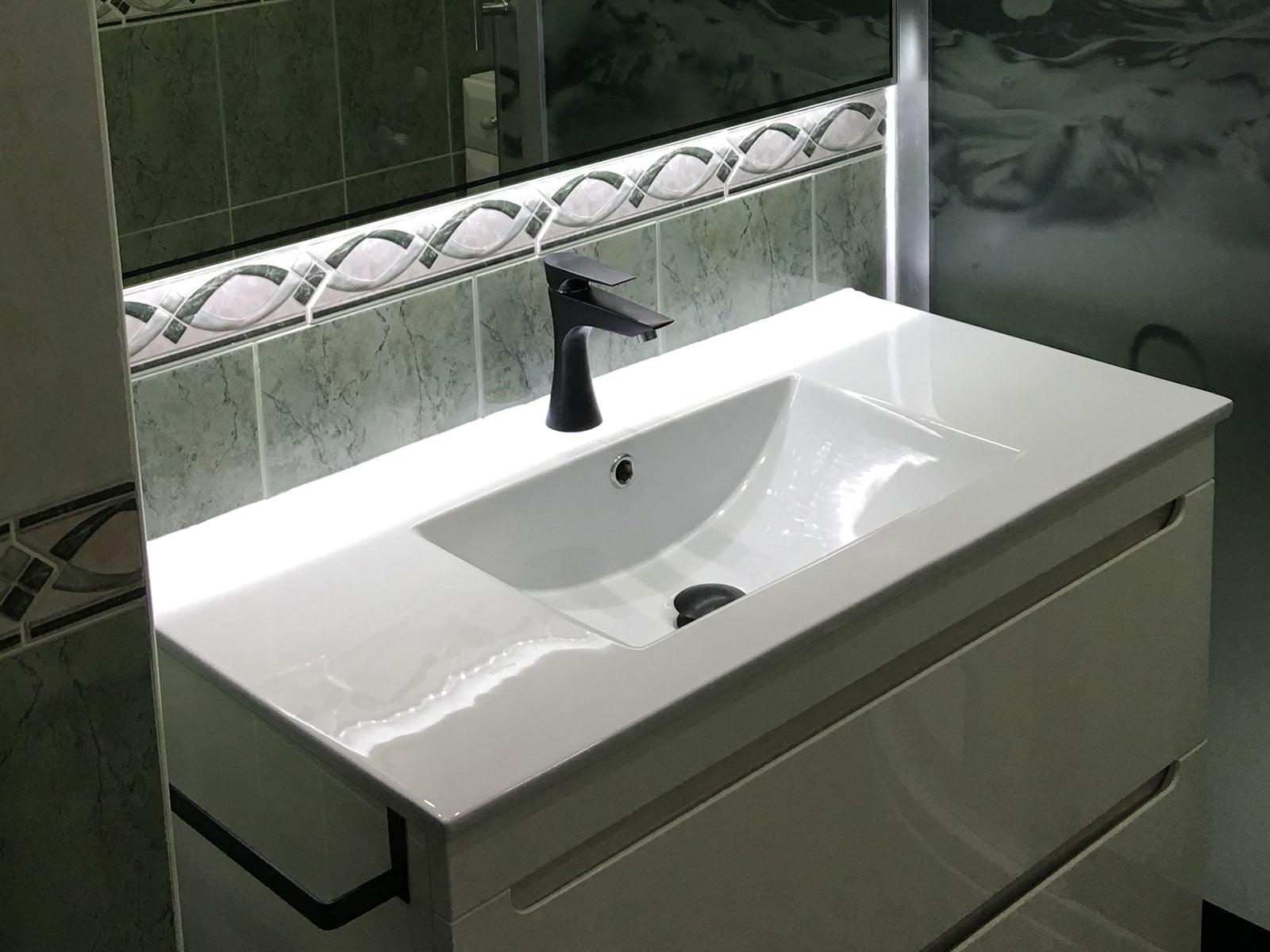 Monomando lavabo Athenea, acabado negro mate.