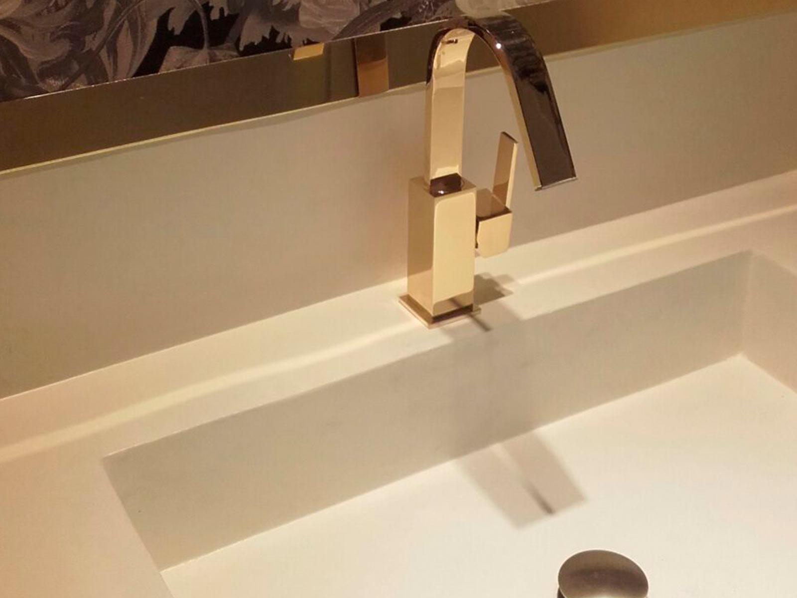 Monomando lavabo Matisse, acabado oro brillo.