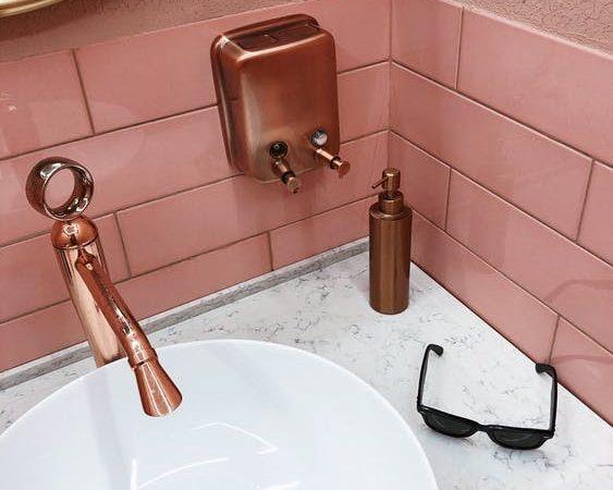 grifo de lavabo en oro rosa